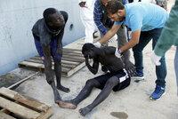 """""""Utrpení migrantů je urážkou svědomí lidstva."""" Komisař kritizuje spolupráci EU a Libye"""