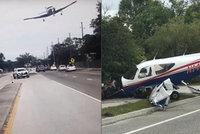 Letadlo havarovalo při přistání na dálnici: Pilotovi i pasažérovi se jako zázrakem nic nestalo