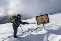 Pozor, v Krkonoších zvyšují riziko lavin. Na hřebenech je půl metru nového sněhu