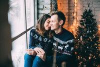 Jak pečovat o vánoční stromek, aby vydržel až do Tří králů? 5 fíglů, které pomohou!