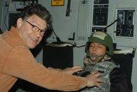 Senátor sahal spící moderátorce na prsa. Po aféře končí, bylo toho víc
