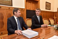 Lithium měli za zlodějinu a voličům lhali, zuří Chovanec. Babiš kritizuje ministra