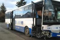 Autobus s dětmi havaroval na Hradecku: Zraněno je 11 lidí