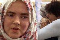 """""""Zničila jsem si život!"""": Školačka Linda se po roce u ISIS setkala se svou matkou"""