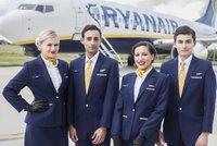 Ryanair čeká stávka. Letušky a stevardi aerolinek požadují lepší podmínky