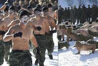 Svalnatá těla a drsné mrazy: Polonazí vojáci se v -28 °C připravují na útok KLDR