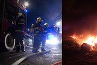 Požár v zemědělské hale: Uhořelo na 3500 kachňat