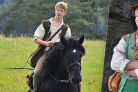 Černý hřebec z pohádky Tři bratři: Prohnal Piškulu! Splašil ho Klus...