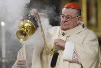 Dukovi je 75 let. K narozeninám musí rezignovat. Zůstane arcibiskupem?