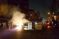 Při demonstracích zemřel už i chlapec (†11). Mrtvých v Íránu je na 20