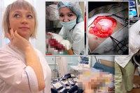 Odporné zdravotní sestry z Ruska pózují s umírajícími pacienty a lidskými orgány