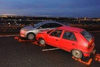 Novopacká ulice byla v pátek ráno neprůjezdná: Na křižovatce s Kbelskou se srazila dvě auta