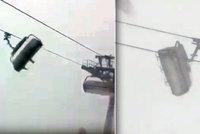 Hrozivá jízda na lanovce: Sněhová bouře v Alpách uvěznila lyžaře ve vzduchu