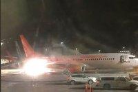 Na letišti v Torontu se srazila dvě letadla, vypukl požár. Evakuováno bylo 174 lidí