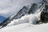 V Alpách se utrhla lavina. Čtyři turisté zemřeli na jihu Francie, pátý přežil