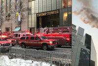 Mrakodrap Trump Tower v plamenech. Prezidentův syn: Na místě jsou zranění