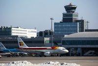 Pražské letiště trochu jinak: Na exkurzi nahlédnete i pod ruce mechaniků