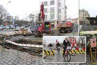 Omezení mostů, metra a tramvají: Pražané bojují s uzavírkami!