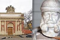Němci vytáhnou z depozitáře sochu císaře. Viléma I. vystaví vleže, aby na lidi neshlížel