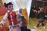 Příchod čínského roku psa slaví i Praha: Obecní dům představuje asijskou kulturu a praská ve švech