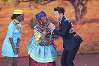 """Rasistická sranda v čínském televizním """"silvestru"""": Schytali to Afričané"""