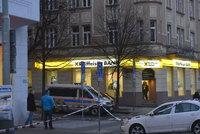 Přepadení banky v Dejvicích: Muž si odnesl hotovost a na místě nechal podezřelý balíček