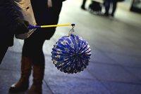 Lampiony projasní ulice v Petrovicích. Výročí vzniku republiky oslaví dětský průvod