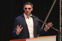 Zimola nasadil růžové brýle a říká: Vláda s podporou KSČM? Rozhodneme v referendu