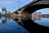 Osud Libeňského mostu bude Praha řešit až v březnu: Ministerstvo žádá postavit jeho kopii