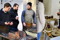 Zlaté české ručičky ze všech oborů: Pražané si na vlastní kůži vyzkoušeli truhlařinu i kamenictví
