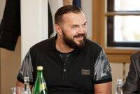 Známý pražský podnikatel se změnil k nepoznání: Vrah bratra na svobodě a obvinění z podvodů se na něm podepsalo?