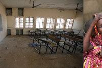 Teroristé unesli 110 školaček, pátrají po nich už i letadla s termovizí