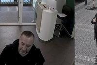 """VIDEO: """"Zmatený"""" podvodník řádil v bance v centru Prahy. Z úřednice lstí vymámil dvacet tisíc"""