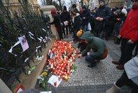 Pieta za zavražděného novináře: V Praze se před slovenskou ambasádou sešly stovky lidí