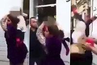 Dítě jako zbraň: Šílená matka přetáhla protivníka vlastním synem