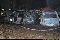 Ve Vysočanech hořelo sedm aut. Jednomu z majitelů vozů se udělalo špatně