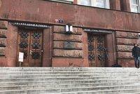 Policisté zasahovali na Vrchním soudě v Praze: Obvinili 5 lidí z korupce, je mezi nimi i soudce