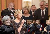 """Zeman zkritizoval České lvy. A Michal David mu zapěl: """"Miloši, ty na to máš"""""""