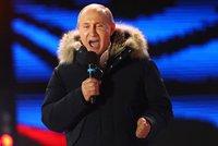 Putin drtivě vyhrál, volily ho tři čtvrtiny Rusů. A promluvil o otravě Skripala
