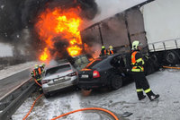 Hromadná nehoda na D1 na Novojičínsku: Narazilo do sebe pět osobáků a dva kamiony! Šest zraněných
