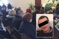 Pohřeb ubitého kantora: »Zemřel nejhodnější člověk na světě«, řekla jeho dojatá dcera