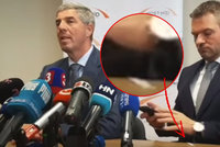 """První """"skandál"""" nového premiéra: Pellegrinimu vypadl záhadný balíček"""