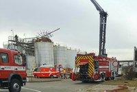 Dělníci stáli na nádrži, výbuch je katapultoval, říká vyšetřovatel. V Kralupech zemřelo pět Rumunů a Čech