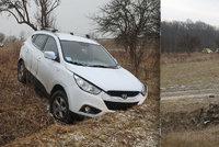 Otřesná smrt na Náchodsku: Muž vyjel ze silnice, v autě ho našli mrtvého