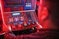 Bezva finta: Gambler se nechal zaměstnat v baru a na automatech prohrál firmě 149 tisíc