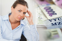 Češi si pohoršili: Poprvé za sedm let berou méně peněz a zboží zdražuje, odhadují experti