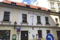 Místo žhavé noci velikonoční peklo: Turistku v Praze znásilnilo šest cizinců