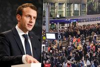 Stojí vlaky i letadla. Černým úterým začíná vlna protestů proti Macronovi