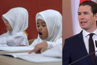 Muslimky nosí šátky už ve školkách. Rakousko chystá zákaz