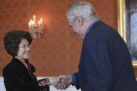 """Pomohla Číňanům do Česka, teď ji """"sejmul"""" skandál Zemanova poradce. Kche-čching opustí Prahu"""